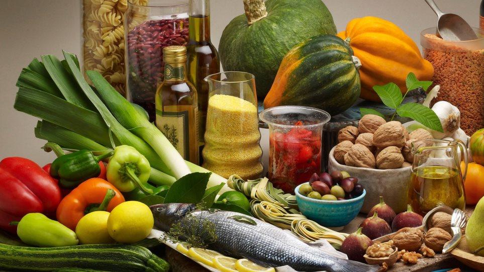 Έρευνα: «Μετεξεταστέοι» οι Έλληνες σε θέματα διατροφής
