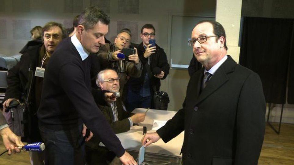 Γιατί ο Ολάντ ψήφισε δύο φορές στις περιφερειακές εκλογές της Γαλλίας