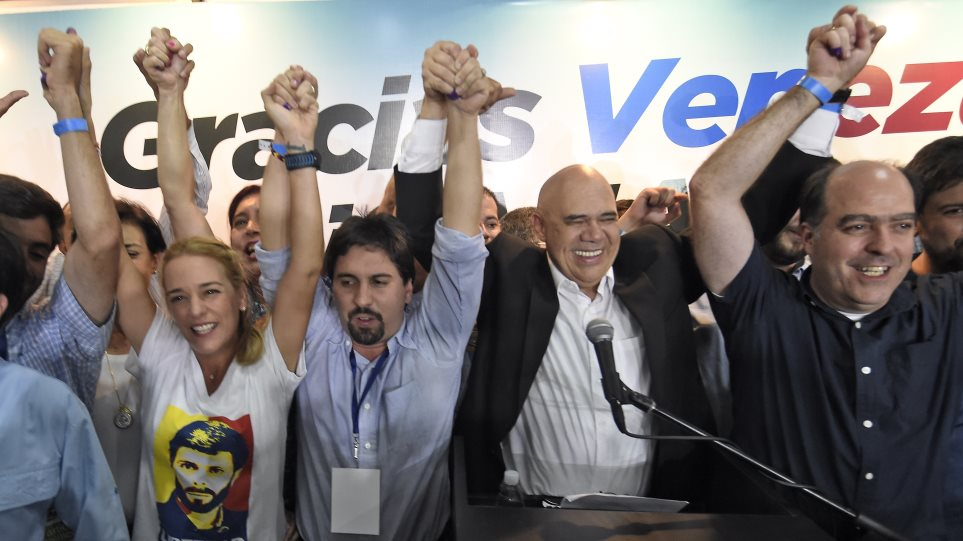 Τέλος εποχής για τον «τσαβισμό» στη Βενεζουέλα; - Η αντιπολίτευση κερδίζει την πλειοψηφία