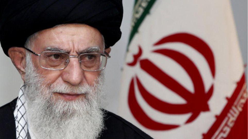 Η νέα γενιά του Ιράν γυρίζει την πλάτη της στο θρησκευτικό ηγέτη Χαμενεΐ