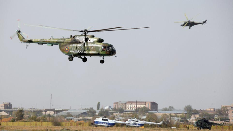 Η Ρωσία στέλνει ελικόπτερα και ενισχύει τις δυνάμεις της στα σύνορα Αρμενίας-Τουρκίας