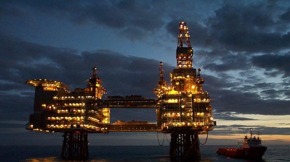 Γιατί το πετρέλαιο κατρακύλησε κάτω από το ψυχολογικό όριο των 40 δολαρίων