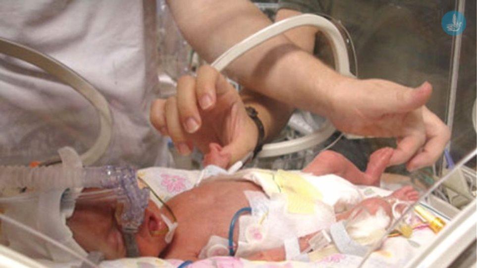 Ισόβια στη μάνα από τη Λέρο που άφησε το μωρό της να πεθάνει από ασιτία