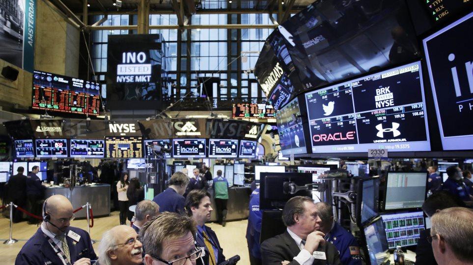 Με απώλειες λόγω πετρελαίου έκλεισε η Wall Street