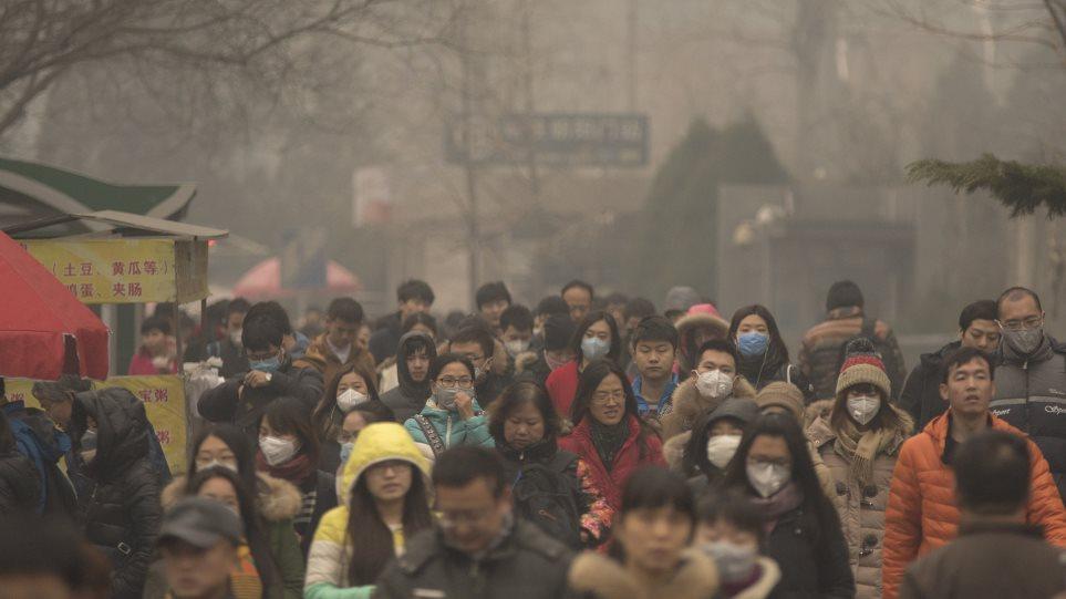 Η αιθαλομίχλη πνίγει το Πεκίνο και η κρατική τηλεόραση συμβουλεύει τους πολίτες να πίνουν τσάι!