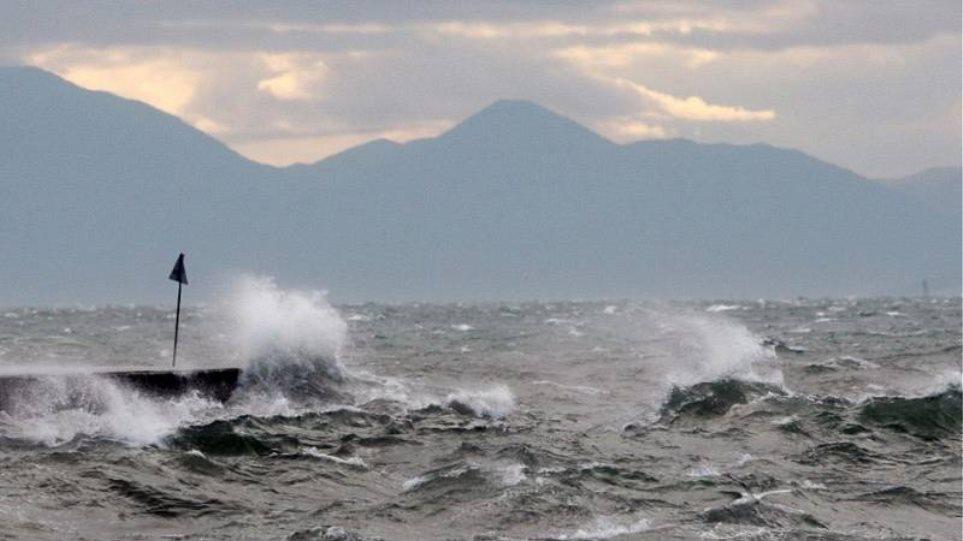 Καιρός: Πτώση της θερμοκρασίας και ισχυροί βοριάδες στο Αιγαίο