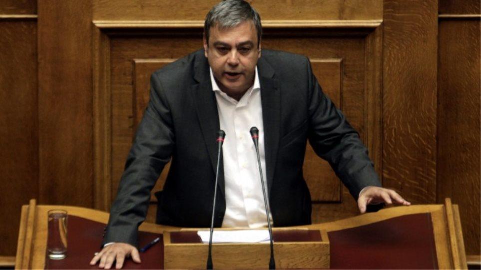 Ο Βερναρδάκης ψήφισε να μην αρθεί η βουλευτική ασυλία του Μιχαλολιάκου