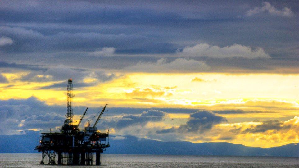 Συνεχίστηκε η πτώση του αργού πετρελαίου