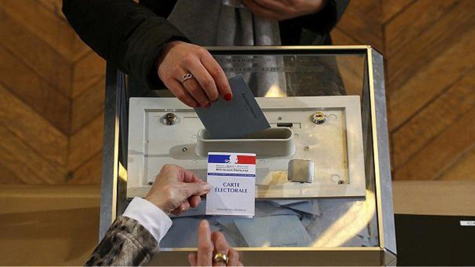 «Πυρετός» στη Γαλλία ενόψει των περιφερειακών εκλογών της Κυριακής