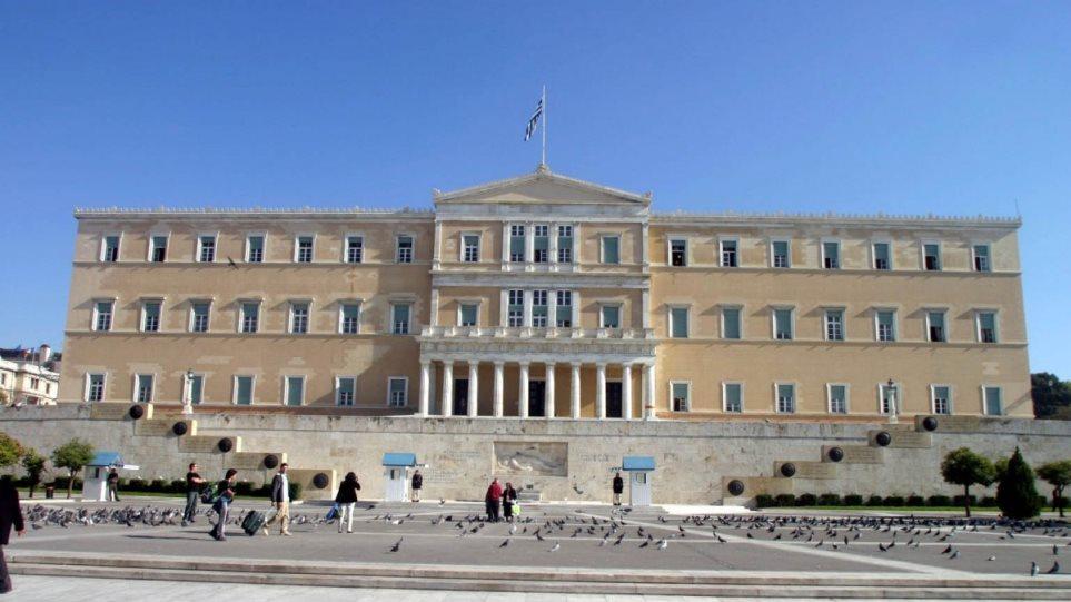 Συναγερμός στη Βουλή από ιπτάμενο drone