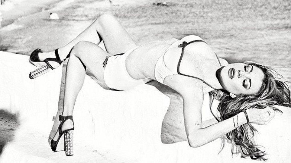 Lindsay Lohan: Ποζάρει αλά Μελίνα Μερκούρη για γνωστό περιοδικό