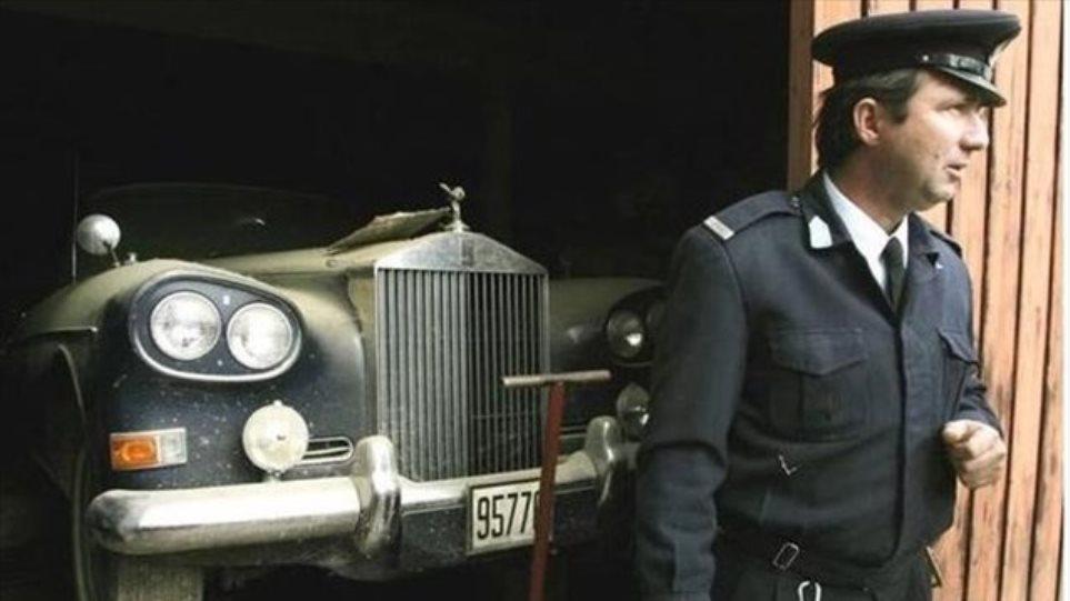 Δείτε τα εντυπωσιακά βασιλικά αυτοκίνητα που σαπίζουν στο Τατόι