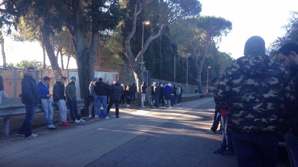 Οπαδοί της Λάτσιο άφησαν σακούλες με κοπριά έξω από το προπονητικό κέντρο!