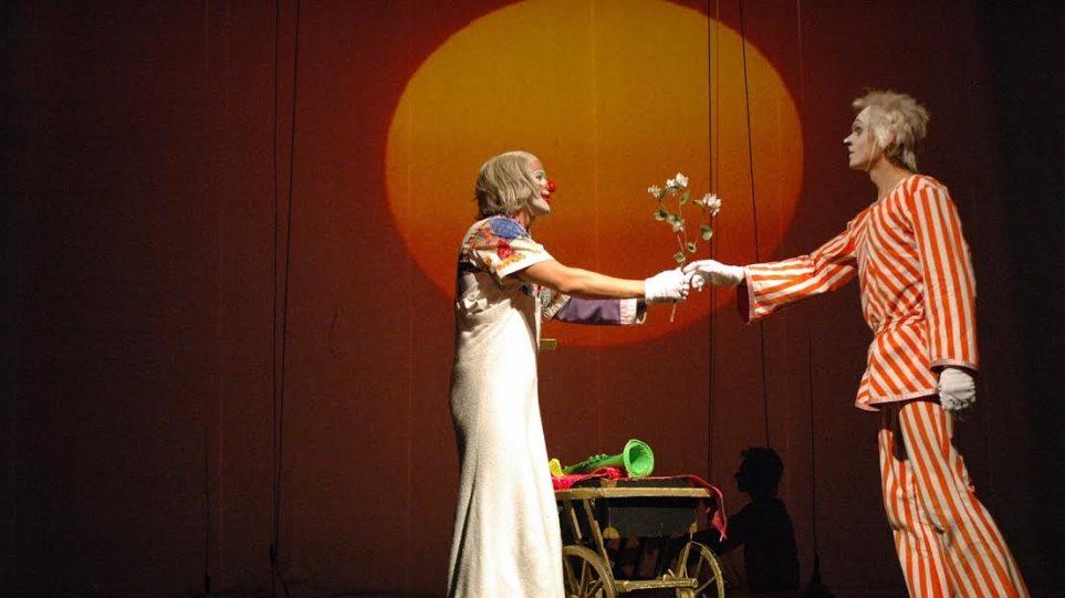 Εθνικό Θέατρο Πράγας: Το σουρεαλιστικό παραμύθι του Υπέροχου Τσίρκου μέσα από τα μάτια του διευθυντή του