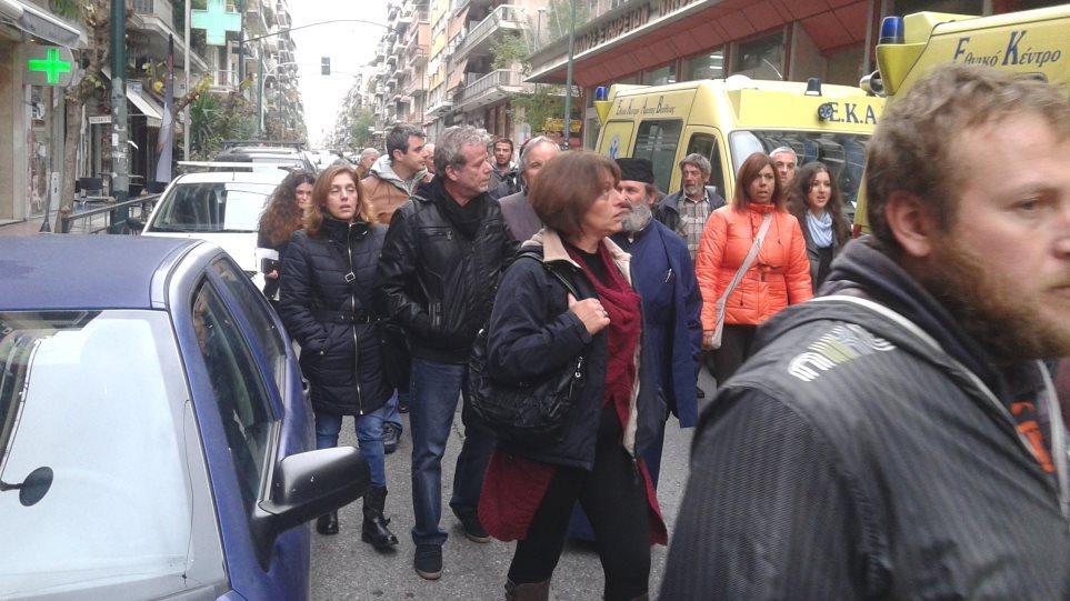 Συλλαλητήριο Ικαριωτών και εργαζομένων του ΕΚΑΒ στο υπουργείο Υγείας