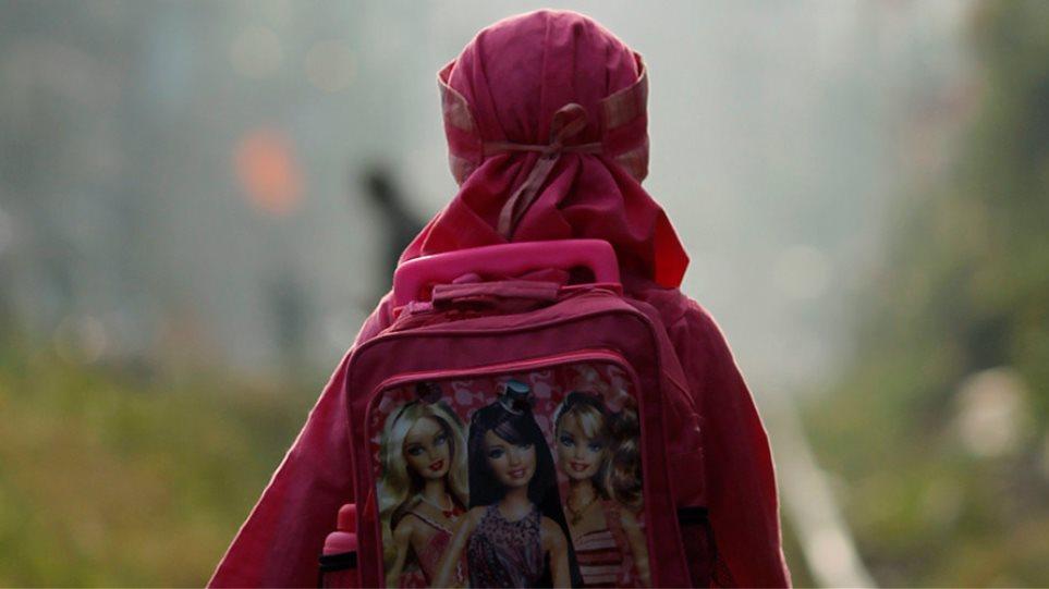 ΗΠΑ: Καθηγήτρια ρώτησε 13χρονη μουσουλμάνα μαθήτρια αν έχει βόμβα στο σακίδιό της!