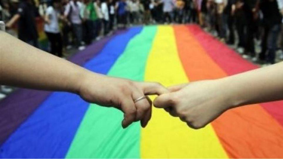 Η ΝΔ στηρίζει το σύμφωνο συμβίωσης για τα ομόφυλα ζευγάρια