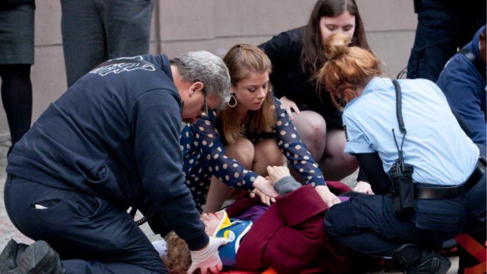 ΗΠΑ: Γυναίκα πήδηξε στο κενό για να αυτοκτονήσει και προσγειώθηκε σε περαστική