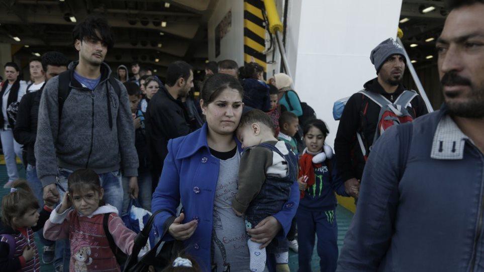 Στον Πειραιά άλλοι 2.349 πρόσφυγες και μετανάστες