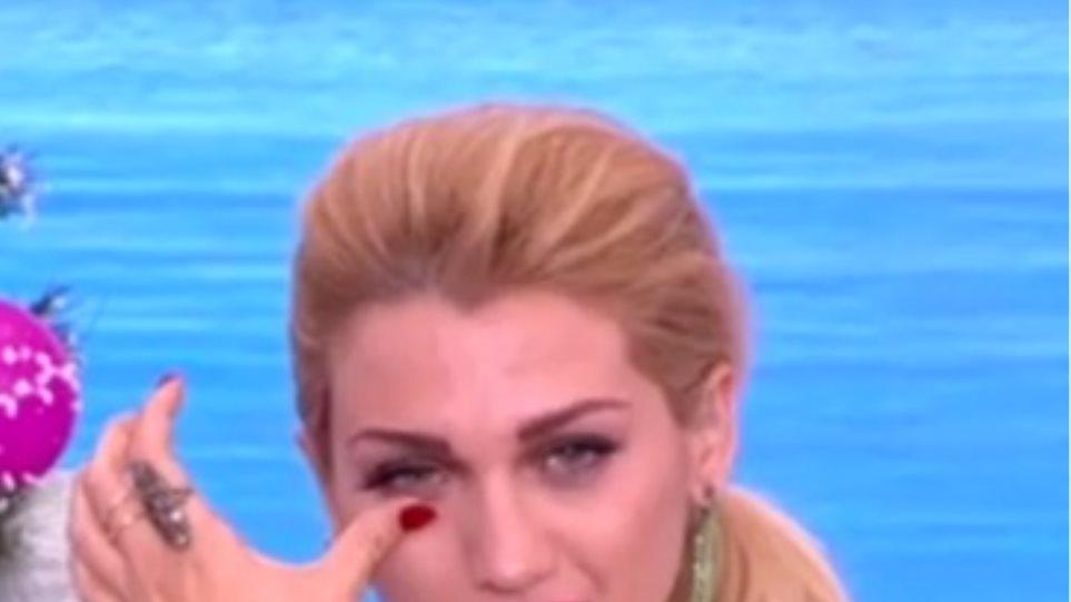 Τα δάκρυα της Κωνσταντίνας Σπυροπούλου στον «αέρα» της εκπομπής της