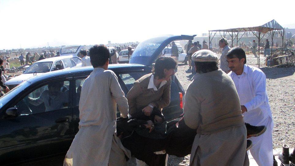 Πολύνεκρη βομβιστική επίθεση σε αγορά στο Πακιστάν