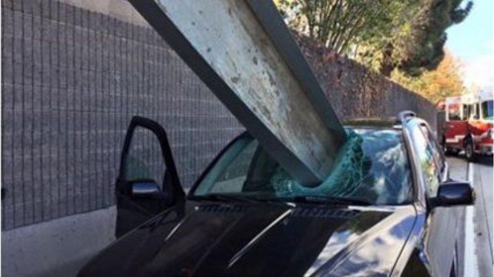 Απίστευτη φωτογραφία: Κι όμως, ο οδηγός τη γλίτωσε μόνο με μια γρατζουνιά
