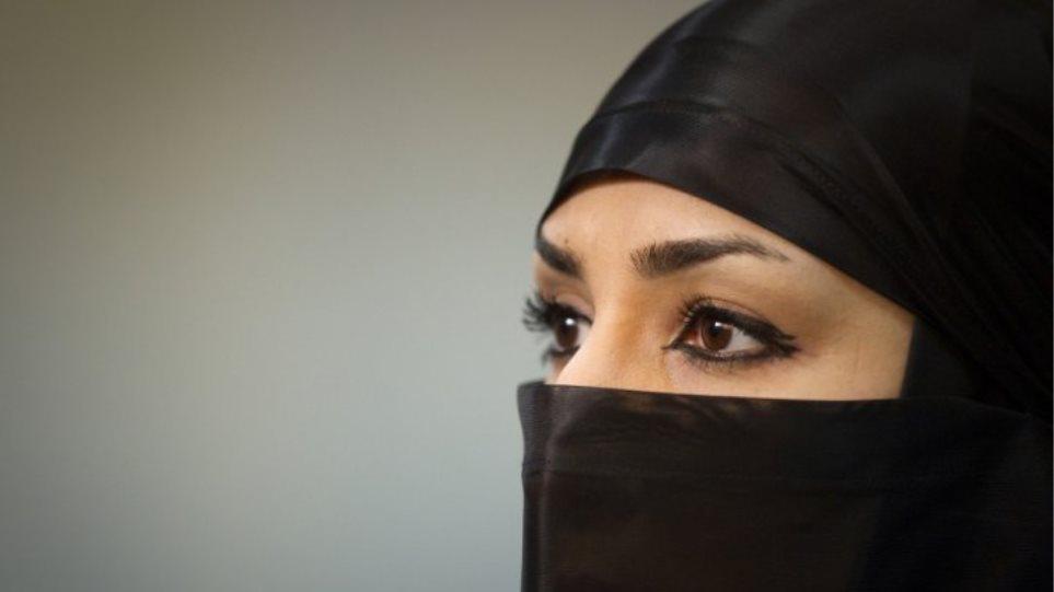 Ιταλία: Απαγόρευση χρήσης μπούρκας σε δημόσιους χώρους εξέδωσε η Λομβαρδία