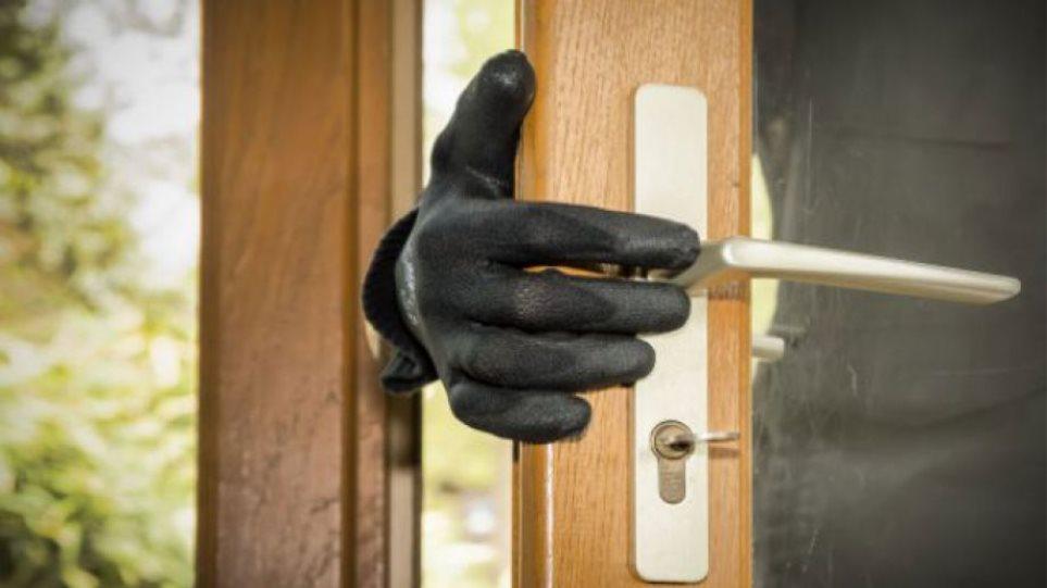 Τρίπολη: Βρήκε τα κλειδιά στην πόρτα και μπήκε να κλέψει!