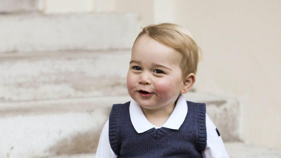 Στα βήματα του πατέρα του: Ο πρίγκιπας Γεώργιος έκανε βόλτα με πόνι