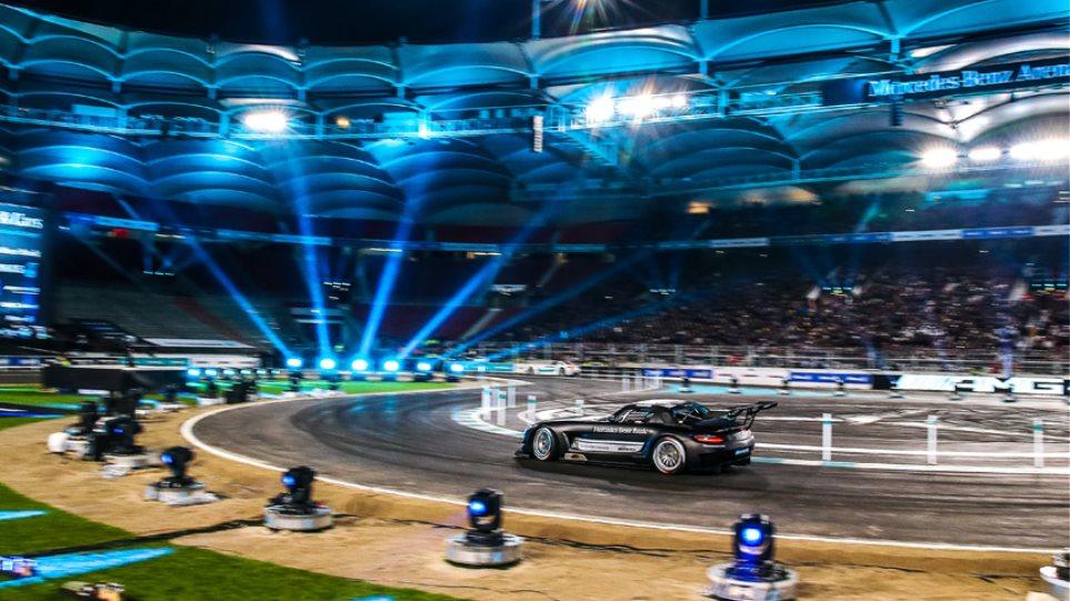 """Η εντυπωσιακή γιορτή της Mercedes για το """"αντίο"""" στο 2015"""