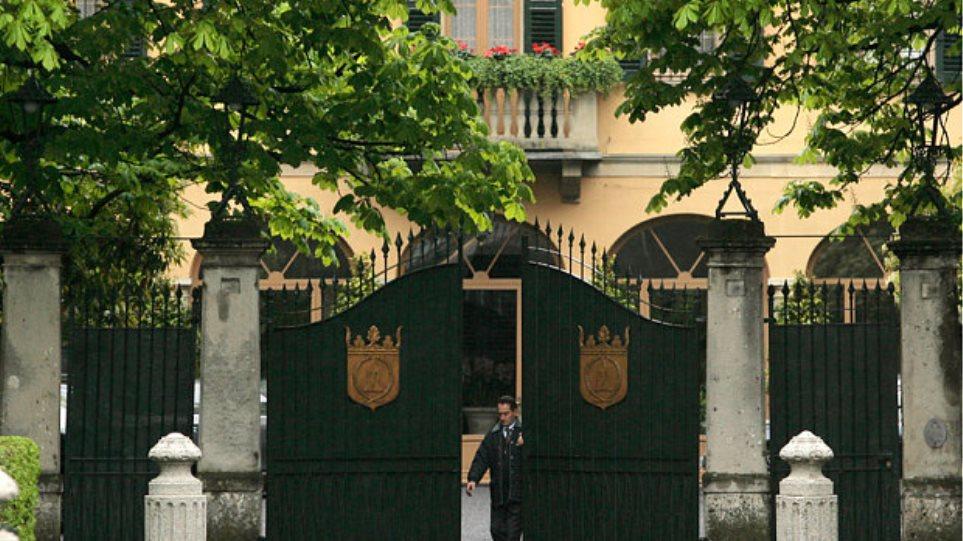 Ιταλία: Άντρας αυτοπυρπολήθηκε έξω από το σπίτι του Μπερλουσκόνι
