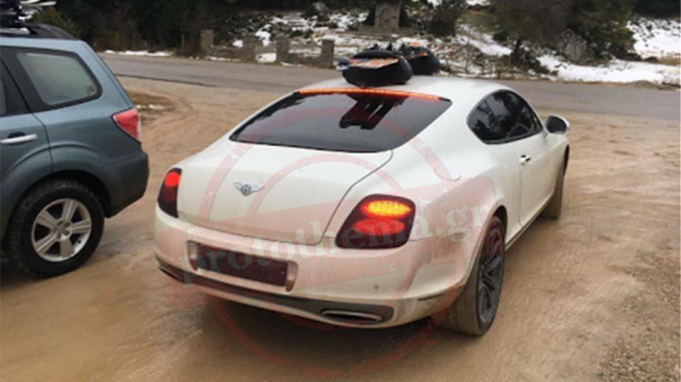 Η λευκή Bentley που αναστάτωσε την Αράχωβα