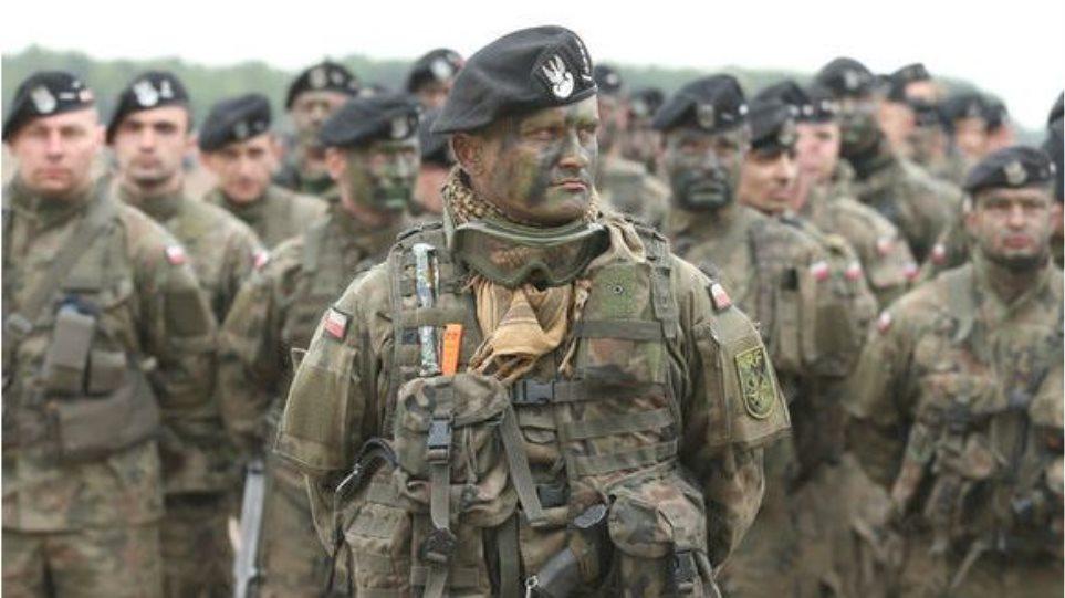 Πολωνία: Ενισχύει με 46.000 στρατιώτες τα σύνορά της με την Ρωσία