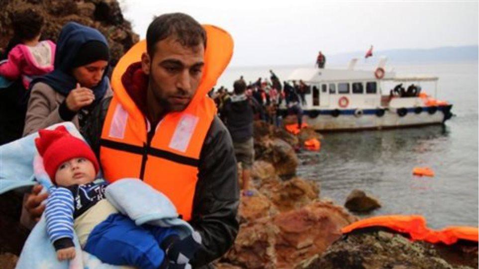 Λέσβος: Σε 24 ώρες γέμισε το hotspot - Le Monde: Καταστροφή το plan B για το προσφυγικό
