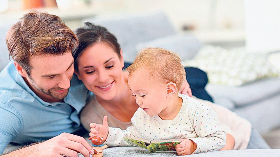 ραντεβού με ένα κορίτσι με δύο μπαμπάδες μωρό