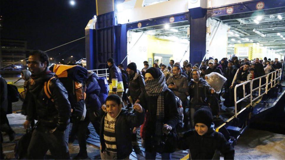 3.500 πρόσφυγες διανυκτερεύουν στον Πειραιά - 10.000 εγκλωβισμένοι στην Ειδομένη