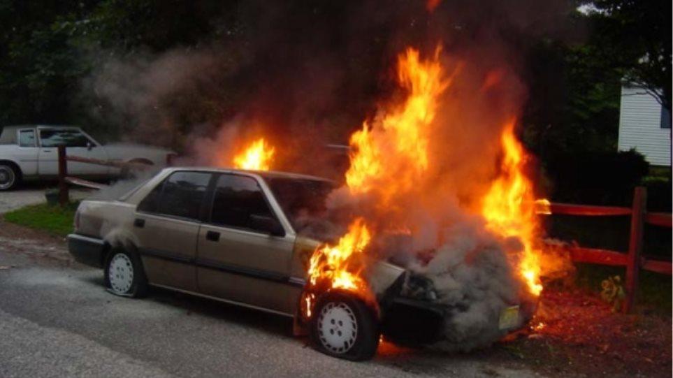 8750ad52fd Ηράκλειο  Αυτοκίνητο πήρε φωτιά εν κινήσει σε κεντρική λεωφόρο της πόλης