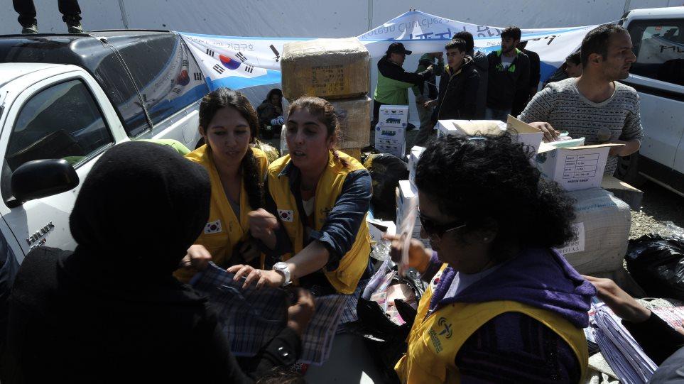 Ειδομένη: Ένταση και επεισόδια με πρόσφυγες - Φεύγουν οι ΜΚΟ