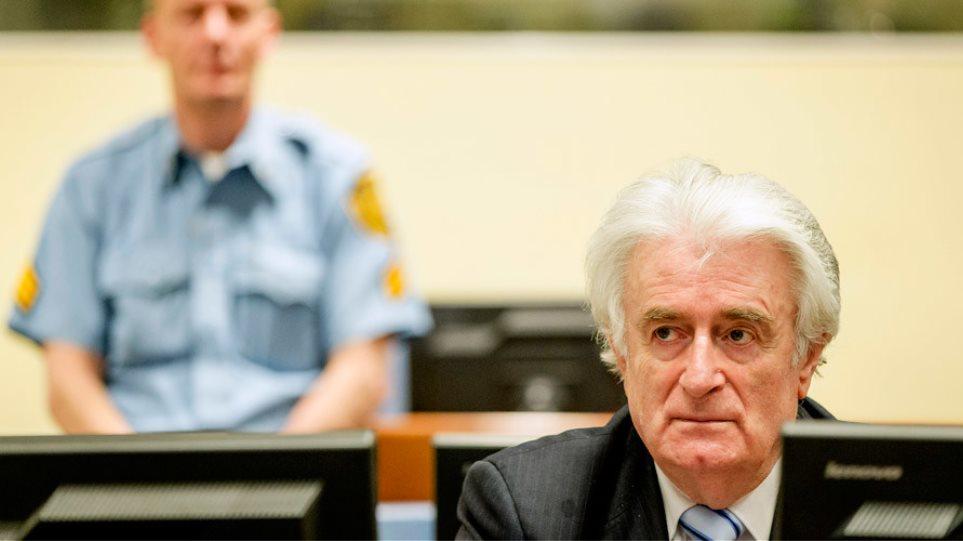 Χάγη: Ένοχος για τη σφαγή στη Σρεμπρένιτσα ο Ράντοβαν Κάρατζιτς