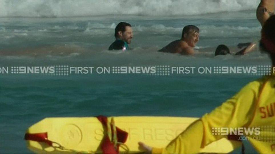 Δείτε τον Hugh Jackman να σώζει τον 15χρονο γιο του από τα κύματα