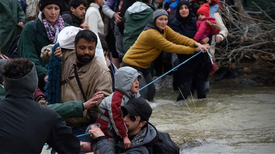 Ειδομένη: ΜΚΟ παρακινούν και πάλι τους μετανάστες να περάσουν τα σύνορα