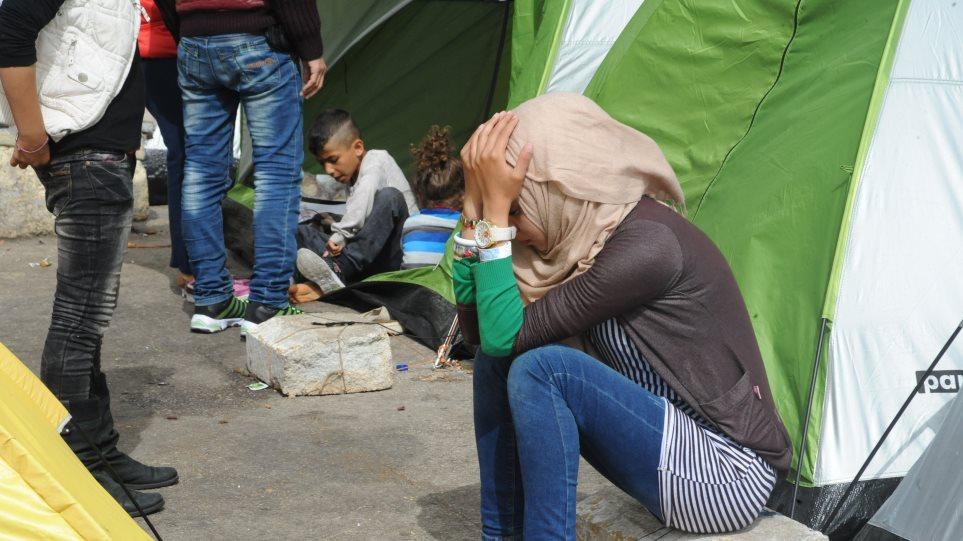Στο έλεος του καιρού πάνω από 5.330 μετανάστες και πρόσφυγες στον Πειραιά