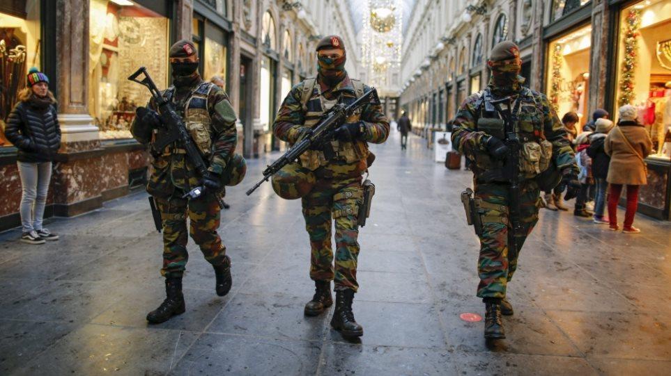 Ανθρωποκυνηγητό σε όλη την Ευρώπη για οκτώ τρομοκράτες που έδρασαν σε Παρίσι και Βρυξέλλες