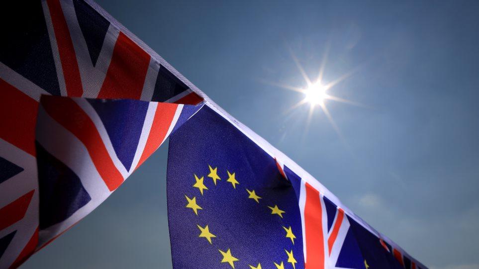 Υπέρ του Brexit τάσσονται 250 μεγαλοστελέχη επιχειρήσεων