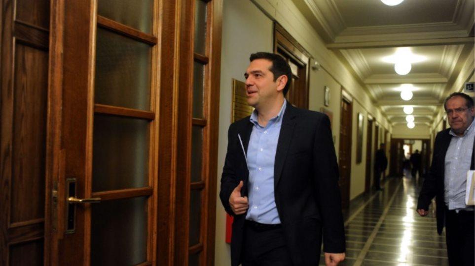 Κυβερνητική σύσκεψη στη Βουλή υπό τον Τσίπρα για το προσφυγικό
