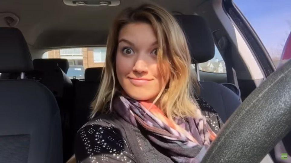 Δείτε πώς αντέδρασε όταν άκουσε το τραγούδι της στο ραδιόφωνο