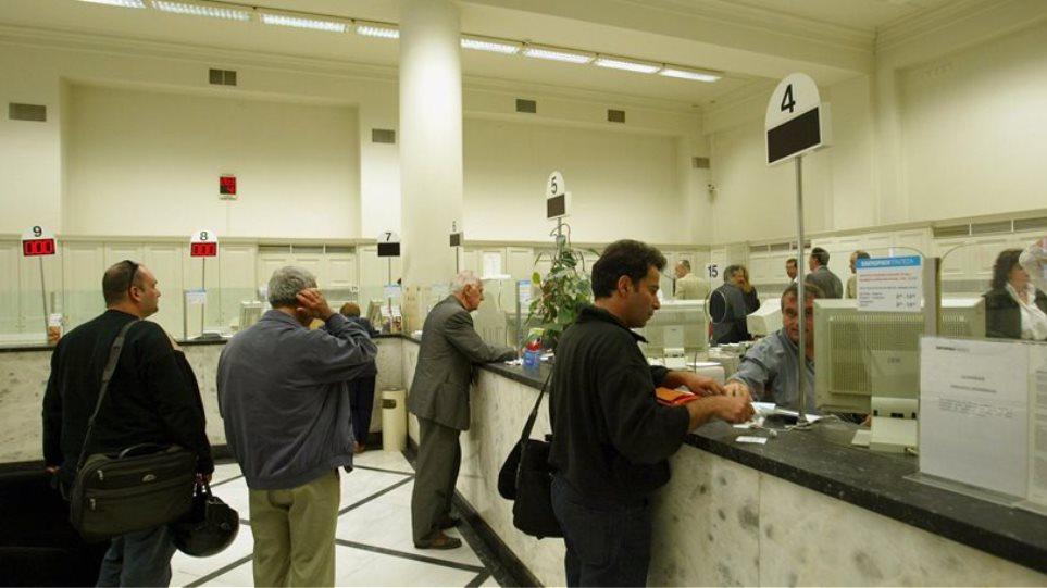 Περιορισμένη η εξυπηρέτηση στις τράπεζες λόγω του Πάσχα των Καθολικών