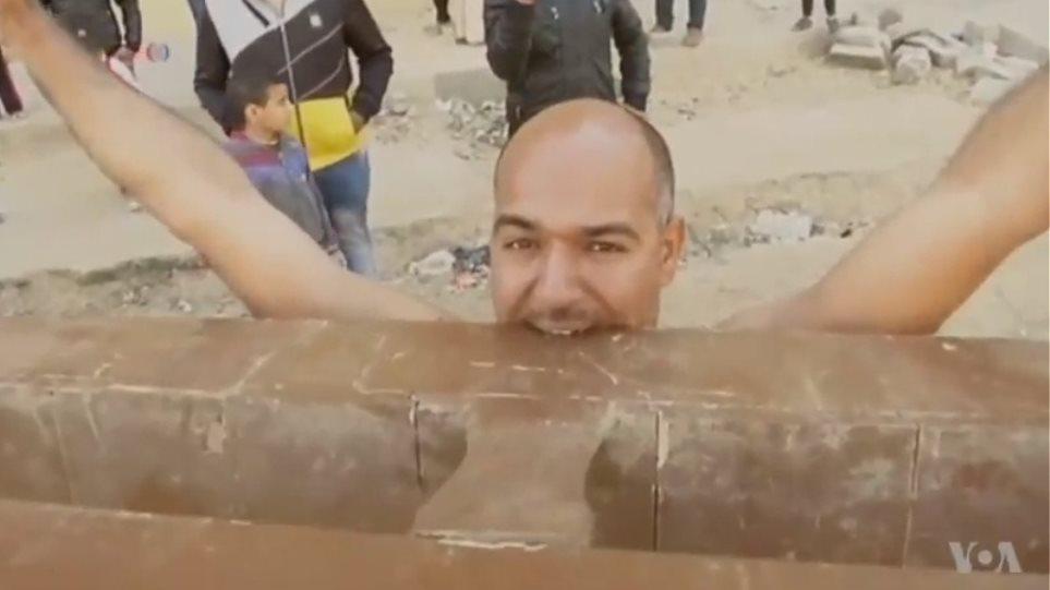 Ο υπεράνθρωπος της Αιγύπτου: Σέρνει φορτηγά με τα δόντια του και καταπίνει βίδες