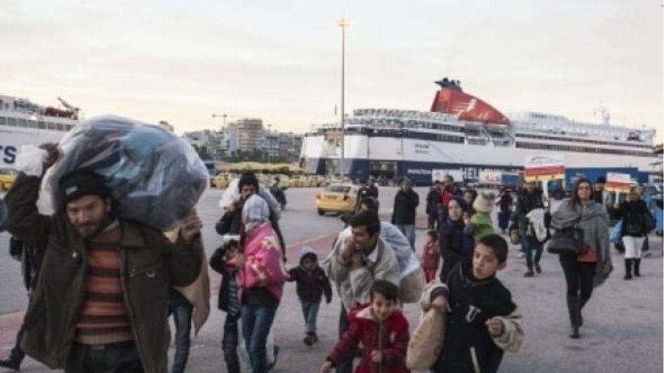 Πορεία από τον Πειραιά στην Αθήνα κάνουν οι πρόσφυγες