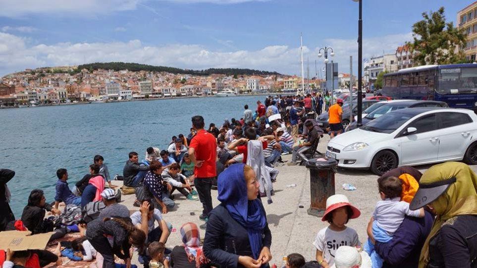 Μυτιλήνη: «Βουλιάζουν» τα hot spot από μετανάστες - Πάνω από 300 έφτασαν στο νησί